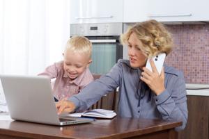 画像:在宅勤務と子供